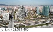 Aerial view of new residential complex of Diagonal Mar i el Front Maritim del Poblenou in sunny day, Barcelona, Spain (2019 год). Стоковое видео, видеограф Яков Филимонов / Фотобанк Лори