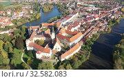 Купить «Picturesque aerial view of old buildings of Telc cityscape with ponds, Czech Republic», видеоролик № 32582083, снято 12 октября 2019 г. (c) Яков Филимонов / Фотобанк Лори