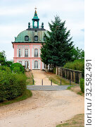 MORITZBURG, GERMANY - AUGUST 21: Little Pheasant Castle in Moritzburg, Germnay on August 21, 2018. The Baroque castle was built in the 18th century by Frederick Augustus III of Saxony. Стоковое фото, фотограф Zoonar.com/manfredxy / age Fotostock / Фотобанк Лори