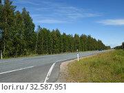 Купить «Northern highway in Finnish Lapland in summer day», фото № 32587951, снято 2 июля 2019 г. (c) Валерия Попова / Фотобанк Лори