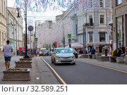 Улица Большая Дмитровка. Москва (2019 год). Редакционное фото, фотограф Александр Щепин / Фотобанк Лори