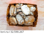 Купить «Mini stollens in carton box», фото № 32590267, снято 15 июля 2020 г. (c) Яков Филимонов / Фотобанк Лори