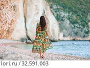 Купить «Woman laying on the beach enjoying summer holidays looking at the sea», фото № 32591003, снято 16 июня 2019 г. (c) Дмитрий Травников / Фотобанк Лори