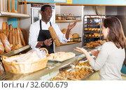 Купить «Baker serving female customer», фото № 32600679, снято 12 ноября 2018 г. (c) Яков Филимонов / Фотобанк Лори