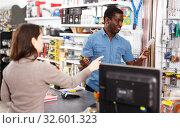 Купить «Household store seller working with client», фото № 32601323, снято 21 января 2019 г. (c) Яков Филимонов / Фотобанк Лори