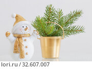 ceramic snowman with little fir on white background. Стоковое фото, фотограф Майя Крученкова / Фотобанк Лори