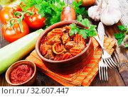 Купить «Мясо с овощами», фото № 32607447, снято 3 декабря 2019 г. (c) Надежда Мишкова / Фотобанк Лори