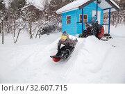 Купить «Children sledding in winter», фото № 32607715, снято 1 января 2019 г. (c) Юлия Бабкина / Фотобанк Лори