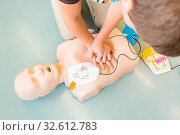 First aid cardiopulmonary resuscitation course using automated external defibrillator device, AED. Стоковое фото, фотограф Zoonar.com/Matej Kastelic / easy Fotostock / Фотобанк Лори