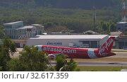 Купить «AirAsia Airbus A320 landing», видеоролик № 32617359, снято 28 ноября 2019 г. (c) Игорь Жоров / Фотобанк Лори