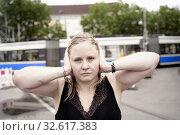 Купить «Woman covering ears, Munich, Germany.», фото № 32617383, снято 13 августа 2019 г. (c) age Fotostock / Фотобанк Лори