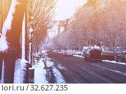Купить «Winter traffic conditions in Paris street and snow», фото № 32627235, снято 7 февраля 2018 г. (c) Сергей Новиков / Фотобанк Лори