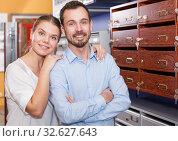Купить «Glad girl with man looking for reliable mailbox», фото № 32627643, снято 17 апреля 2018 г. (c) Яков Филимонов / Фотобанк Лори