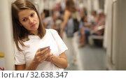 Купить «Portrait of young European woman using smartphone in subway station», видеоролик № 32638347, снято 19 сентября 2019 г. (c) Яков Филимонов / Фотобанк Лори