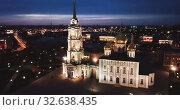 Купить «Aerial view of Kremlin and the Assumption Church in Tula in the evening», видеоролик № 32638435, снято 27 мая 2019 г. (c) Яков Филимонов / Фотобанк Лори