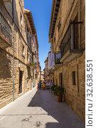 Купить «Лагуардия, Испания. Живописная средневековая улица старого города», фото № 32638551, снято 23 июня 2017 г. (c) Rokhin Valery / Фотобанк Лори