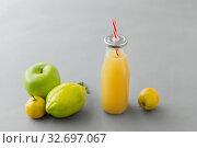 Купить «reusable glass bottle of fruit juice with straw», фото № 32697067, снято 3 мая 2019 г. (c) Syda Productions / Фотобанк Лори