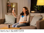 happy woman taking selfie with smartphone at home. Стоковое фото, фотограф Syda Productions / Фотобанк Лори