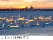 Купить «Великий Устюг в ноябре. Река Сухона», фото № 32698015, снято 25 ноября 2019 г. (c) Ирина Яровая / Фотобанк Лори