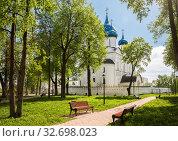 Купить «Парк у стен Рождественского собора, Суздаль», фото № 32698023, снято 15 мая 2018 г. (c) Юлия Бабкина / Фотобанк Лори