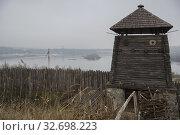 "Wooden watchtower and fortress wall in museum of Zaporizhian Cossacks ""Zaporizhian Sich"" of Khortytsia, Zaporozhye city, Ukraine (2019 год). Стоковое фото, фотограф Некрасов Андрей / Фотобанк Лори"