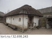 "Mazanka house in Museum of Zaporizhian Cossacks ""Zaporizhian Sich"" of Khortytsia, Zaporozhye city, Ukraine (2019 год). Стоковое фото, фотограф Некрасов Андрей / Фотобанк Лори"