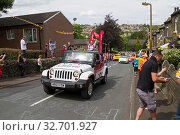 Greetland, England, JUL 06: vehicles during the passing of the publicity caravan on Hullen edge lane during the stage 2 of Le Tour de France on July 06 2014 in Greetland, England. Стоковое фото, фотограф Zoonar.com/christopher smith / easy Fotostock / Фотобанк Лори