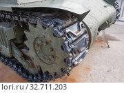 """Американский средний танк М4А2 """"Шерман"""" в Тульском парке """"Патриот"""", вид на гусеницу и ведущую звездочку. Редакционное фото, фотограф Малышев Андрей / Фотобанк Лори"""