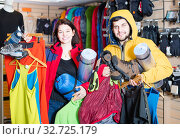 Couple showing purchases of camping equipment. Стоковое фото, фотограф Яков Филимонов / Фотобанк Лори