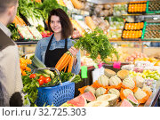 Glad seller helping customer to buy vegetables. Стоковое фото, фотограф Яков Филимонов / Фотобанк Лори