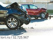 car crash accident on street. damaged automobiles. Стоковое фото, фотограф Дмитрий Калиновский / Фотобанк Лори