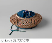 Купить «Hat made of reed, Hat made of woven cane and blue silk ball. Beret model., anonymous, China, 1900 - 1950, silk, d 23 cm × h 12 cm», фото № 32737079, снято 5 июля 2020 г. (c) age Fotostock / Фотобанк Лори