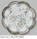 Купить «Dish Dish with enamel on copper, Eight-lobed dish, painted in the middle with large flower sprays that have largely been combined into a bouquet at the...», фото № 32737923, снято 3 июля 2020 г. (c) age Fotostock / Фотобанк Лори
