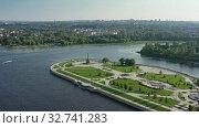 Park Strelka and Volga river in Yaroslavl Russia (2019 год). Редакционное видео, видеограф Михаил Коханчиков / Фотобанк Лори