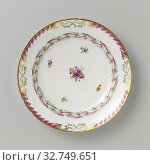 Купить «Plate, flat model, belonging to a service with a slung ribbon motif with leaves, flower bouquets and scattered flower branches, belonging to a porcelain...», фото № 32749651, снято 4 июля 2020 г. (c) age Fotostock / Фотобанк Лори