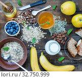 Купить «Concept: Healthy lifestyle. Healthy breakfast with fresh fruits, oat flakes and green tea», фото № 32750999, снято 21 января 2020 г. (c) easy Fotostock / Фотобанк Лори