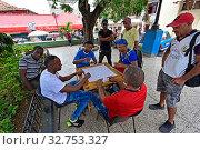Купить «Cuba, Santiago de Cuba- meeting place of Cuban men for a domino game in a park», фото № 32753327, снято 1 августа 2019 г. (c) Caro Photoagency / Фотобанк Лори