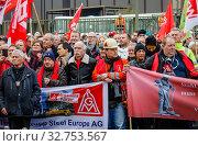 Steel workers demonstrate at ThyssenKrupp Steel, Duisburg, Ruhr, North Rhine-Westphalia, Germany, Europe (2019 год). Редакционное фото, агентство Caro Photoagency / Фотобанк Лори