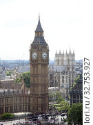 London, Great Britain, view of Big Ben and Westminster Abbey (2017 год). Редакционное фото, агентство Caro Photoagency / Фотобанк Лори