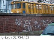 Купить «Berlin, Germany, smeared wall of a subway line», фото № 32754435, снято 25 января 2018 г. (c) Caro Photoagency / Фотобанк Лори