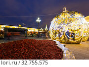 Christmas (New Year holidays) decoration in Moscow (at night), Russia-- Manege Square near the Kremlin (2019 год). Редакционное фото, фотограф Владимир Журавлев / Фотобанк Лори