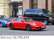 Купить «Porsche 911», фото № 32755615, снято 2 июня 2013 г. (c) Art Konovalov / Фотобанк Лори