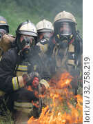 Купить «Firefighters of Fire Department Federal Fire Service during fire extinguishing, training to overcome fire zone of psychological training for firefighters», фото № 32758219, снято 7 августа 2019 г. (c) А. А. Пирагис / Фотобанк Лори