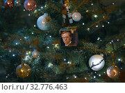 Купить «Рождественская елка с Кандинским», фото № 32776463, снято 5 декабря 2019 г. (c) Владимир Ковальчук / Фотобанк Лори