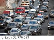 Купить «Пробка на Кремлевской набережной. Город Москва», эксклюзивное фото № 32776599, снято 4 марта 2011 г. (c) lana1501 / Фотобанк Лори