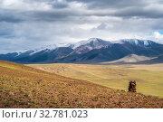 Cairn on a hillside. On the horizon is the Chikhachev Ridge, the border between Russia and Mongolia. Autumn. Kosh-Agach district, Altai Republic. Стоковое фото, фотограф Вадим Орлов / Фотобанк Лори