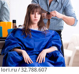 Купить «The man male hairdresser doing haircut for woman», фото № 32788607, снято 27 ноября 2017 г. (c) Elnur / Фотобанк Лори