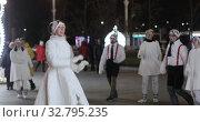 Dancing animators at the opening of the main ice rink in Russia (2019 год). Редакционное видео, видеограф Потийко Сергей / Фотобанк Лори