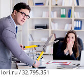 Office conflict between man and woman. Стоковое фото, фотограф Elnur / Фотобанк Лори