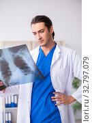 Купить «Young male doctor working in the clinic», фото № 32797079, снято 2 августа 2019 г. (c) Elnur / Фотобанк Лори
